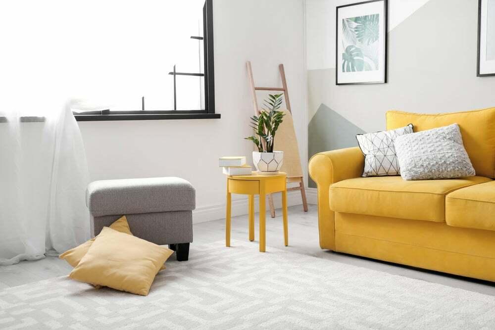 tendencias en decoración de interiores para 2021 amarillo y paredes