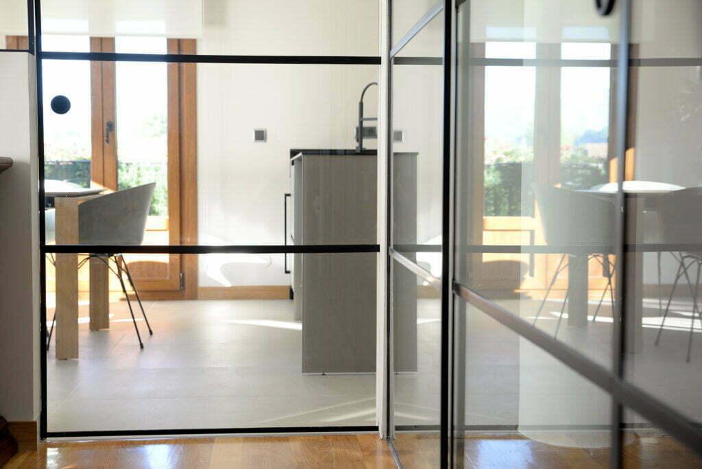 puertas de interior metálicas cocina comedor